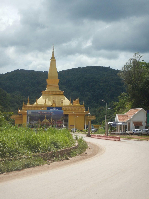 Premiers pas laotien.